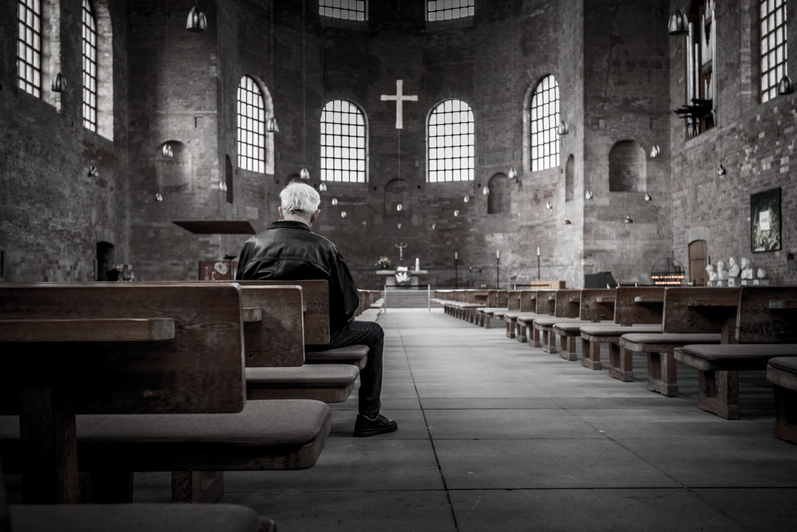 church offering prayers - HD 1280×854